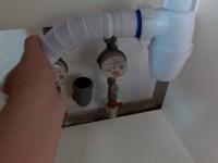 Установка сифона для ванны