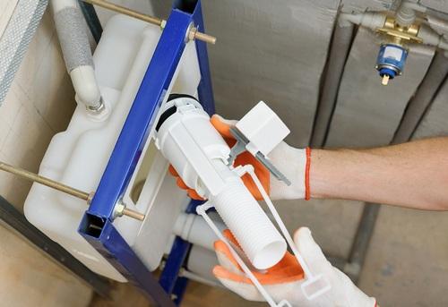 Замена сливной арматуры на подвесном унитазе в Ногинске